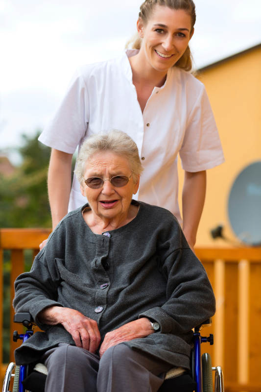 caregiver-with-woman-wheelchair